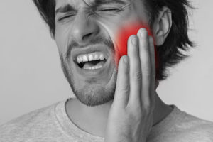 a man with pain needs to see an emergency dentist